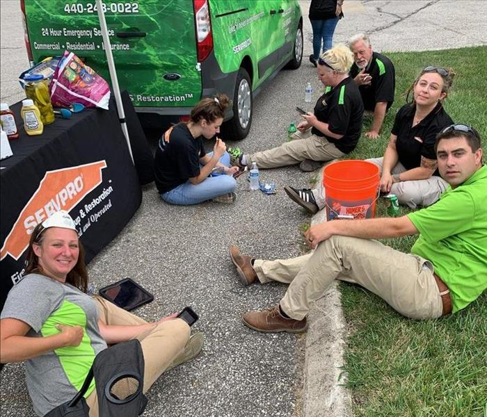 SERVPRO of Southern Cuyahoga County technicians eating lunch together